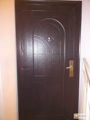 Двери металлические , не утепленные.